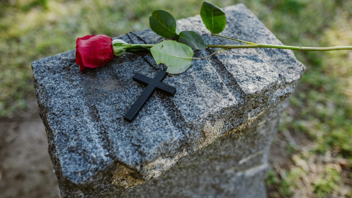 Steps to a Memorable Scattering Ashes Ceremony for Your Loved One